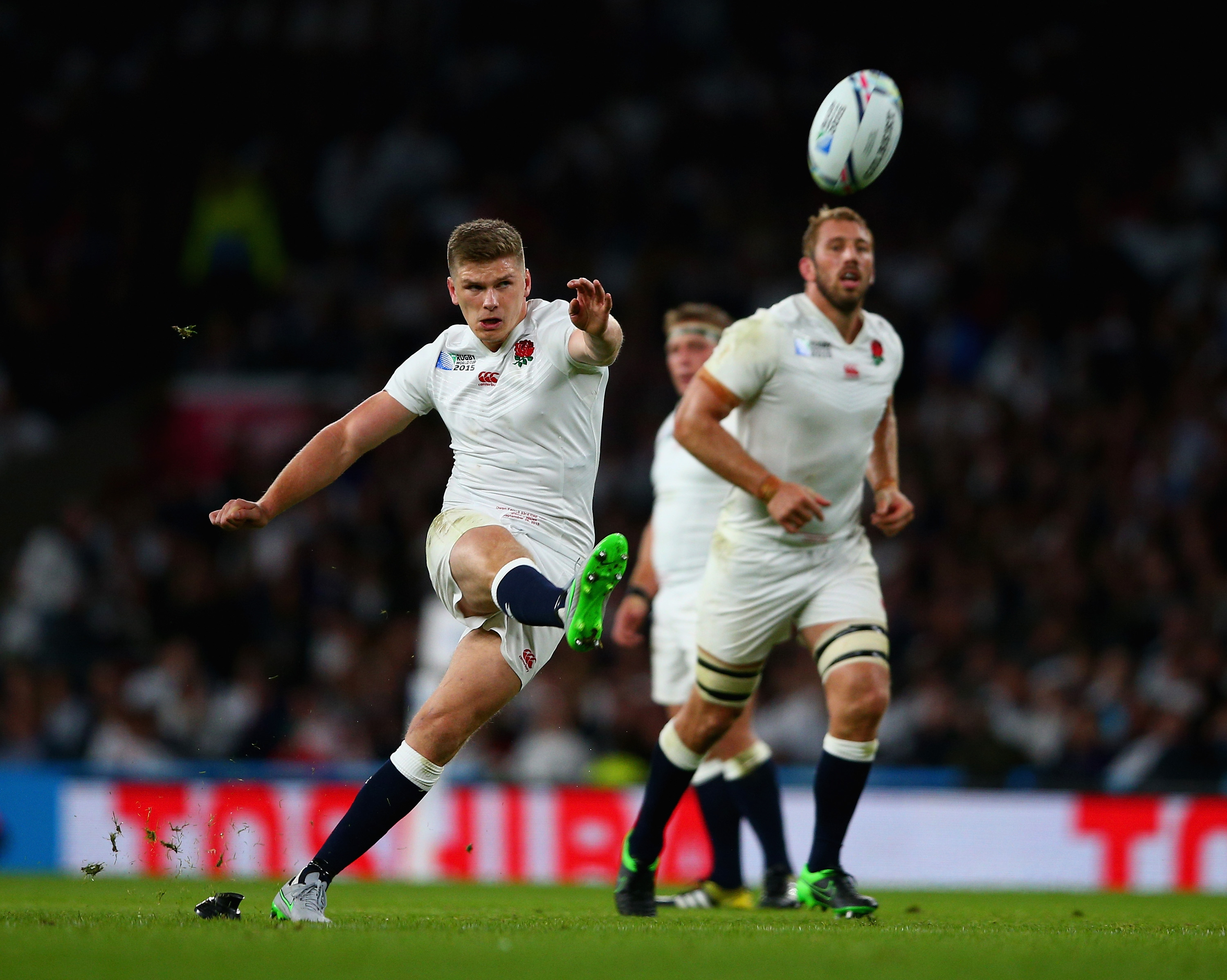 LONDON, ENGLAND - SEPTEMBER 26: Owen Farrell of England kicks a penalty during the 2015 Rugby World Cup Pool A match between England and Wales at Twickenham Stadium on September 26, 2015 in London, United Kingdom. (Photo by Paul Gilham/Getty Images)