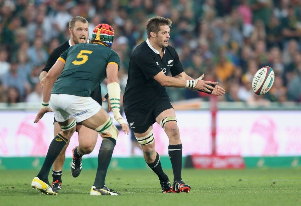 JOHANNESBURG, SOUTH AFRICA - OCTOBER 04: Richie McCaw of the All Blacks passes the ball during the Rugby Championship match between the South African Springboks and the New Zealand All Blacks at Ellis Park Stadium on October 4, 2014 in Johannesburg, South Africa. (Photo by David Rogers/Getty Images)