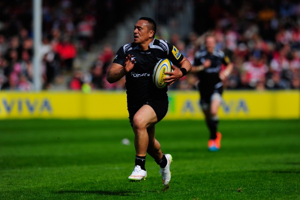 GLOUCESTER, ENGLAND - APRIL 25: Falcons wing Sinoti Sinoti races away for the second Newcastle try during the Aviva Premiership match between Gloucester Rugby and Newcastle Falcons at Kingsholm Stadium on April 25, 2015 in Gloucester, England. (Photo by Stu Forster/Getty Images)