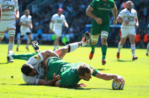 READING, ENGLAND - MAY 16: Andrew Fenby of London Irish scores a try during the Aviva Premiership match between London Irish and London Wasps at Madejski Stadium on May 16, 2015 in Reading, England. (Photo by Warren Little/Getty Images)