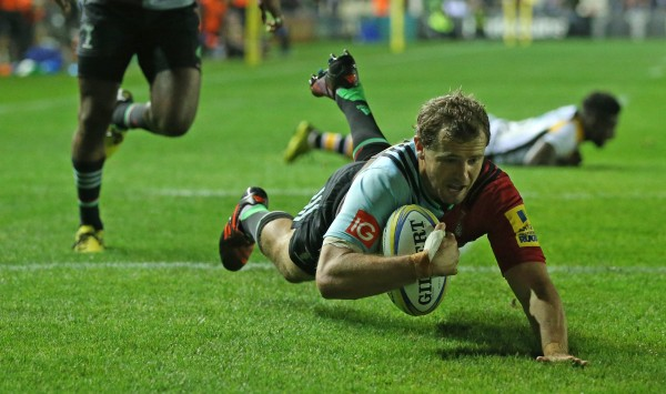 LONDON, ENGLAND - OCTOBER 16: Nick Evans of Harlequins dives in to score a try during the Aviva Premiership match between Harlequins and Wasps at Twickenham Stoop on October 16, 2015 in London, England. (Photo by Steve Bardens/Getty Images for Harlequins)
