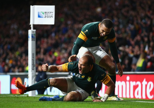 LONDON, ENGLAND - OCTOBER 17: Fourie Du Preez of South Africa celebrates his try with Bryan Habana of South Africa during the 2015 Rugby World Cup Quarter Final match between South Africa and Wales at Twickenham Stadium on October 17, 2015 in London, United Kingdom. (Photo by Paul Gilham/Getty Images)