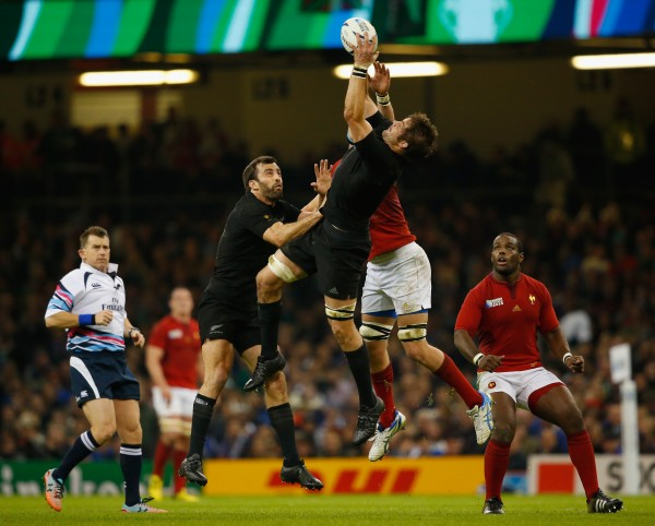 CARDIFF, WALES - OCTOBER 17: Richie McCaw of the New Zealand All Blacks wins the hugh ball under pressure during the 2015 Rugby World Cup Quarter Final match between New Zealand and France at the Millennium Stadium on October 17, 2015 in Cardiff, United Kingdom. (Photo by Laurence Griffiths/Getty Images)
