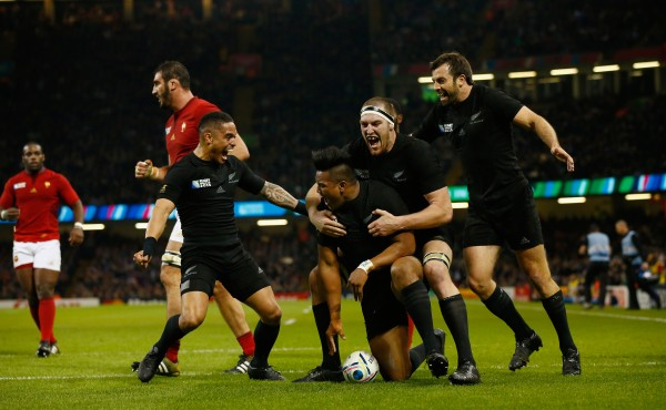 CARDIFF, WALES - OCTOBER 17: New Zealand players celebrate with try scorer Julian Savea (c) of the New Zealand All Blacks during the 2015 Rugby World Cup Quarter Final match between New Zealand and France at Millennium Stadium on October 17, 2015 in Cardiff, United Kingdom. (Photo by Stu Forster/Getty Images)
