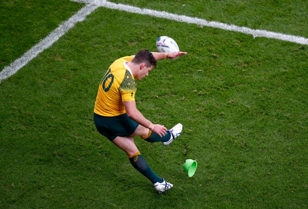 LONDON, ENGLAND - OCTOBER 18: Bernard Foley of Australia kicks at goal during the 2015 Rugby World Cup Quarter Final match between Australia and Scotland at Twickenham Stadium on October 18, 2015 in London, United Kingdom. (Photo by Mike Hewitt/Getty Images)
