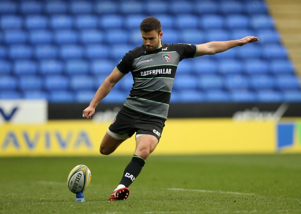 READING, ENGLAND - OCTOBER 18: Tommy Bell of Leicester kicks a penalty during the Aviva Premiership match between London Irish and Leicester Tigers at Madejski Stadium on October 18, 2015 in Reading, England. (Photo by Ben Hoskins/Getty Images)
