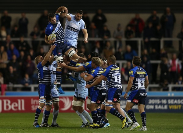 SALFORD, ENGLAND - OCTOBER 23: Josh Beaumont of Sale Sharks wins the ball in the line out during the Aviva Premiership match between Sale Sharks and Worcester Warriors at the AJ Bell Stadium on October 23, 2015 in Salford, England. (Photo by Chris Brunskill/Getty Images)