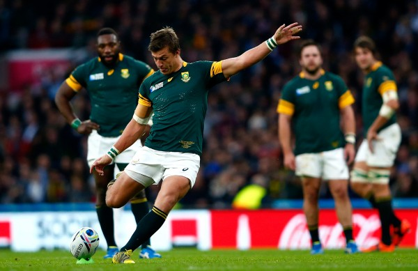 LONDON, ENGLAND - OCTOBER 24: Handre Pollard of South Africa kicks at goal during the 2015 Rugby World Cup Semi Final match between South Africa and New Zealand at Twickenham Stadium on October 24, 2015 in London, United Kingdom. (Photo by Shaun Botterill/Getty Images)