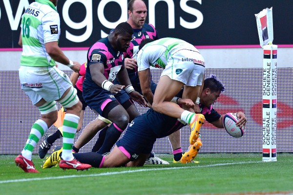 PARIS, FRANCE - AUGUST 23: Raphael Lakafia of Stade Francais scores a try during the Top 14 game between Stade Francais and Pau at Stade Jean Bouin on August 23, 2015 in Paris, France. (Photo by Aurelien Meunier/Getty Images)