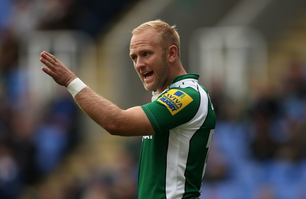 READING, ENGLAND - OCTOBER 18:  Shane Geraghty of London Irish gives instructions during the Aviva Premiership match between London Irish and Leicester Tigers at Madejski Stadium on October 18, 2015 in Reading, England.  (Photo by Ben Hoskins/Getty Images)