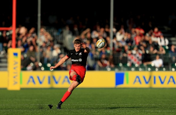 BARNET, ENGLAND - OCTOBER 31: Owen Farrell of Saracens kicks a penalty during the Aviva Premiership match between Saracens and London Irish at Allianz Park stadium on October 31, 2015 in Barnet, England. (Photo by Stephen Pond/Getty Images)