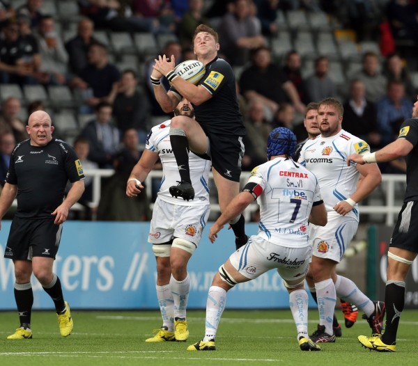 NEWCASTLE UPON TYNE, ENGLAND - NOVEMBER 1: Tom Penny of Newcastle Falcons catches a high ball during the Aviva Premiership match between Newcastle Falcons and Exeter Chiefs at Kingston Park on November 1, 2015 in Newcastle upon Tyne, England. (Photo by Clint Hughes/Getty Images)