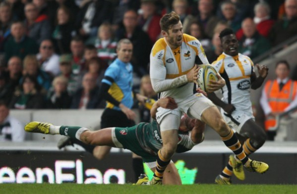 LEICESTER, ENGLAND - NOVEMBER 01: Elliot Daly of Wasps in action during the Aviva Premiership match between Leicester Tigers and Wasps at Welford Road on November 1, 2015 in Leicester, England. (Photo by Harry Hubbard/Getty Images)