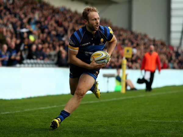 WORCESTER, ENGLAND - NOVEMBER 07: Chris Pennell of Worcester runs in a try during the Aviva Premiership match between Worcester Warriors and Newcastle Falcons at Sixways Stadium on November 7, 2015 in Worcester, England. (Photo by Ben Hoskins/Getty Images)