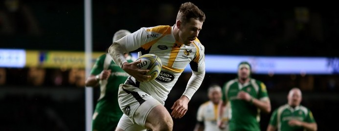 LONDON, ENGLAND - NOVEMBER 28: Elliot Daly of Wasps breaks clear to score a try during the Aviva Premiership match between London Irish and Wasps at Twickenham Stadium on November 28, 2015 in London, England. (Photo by Ben Hoskins/Getty Images)